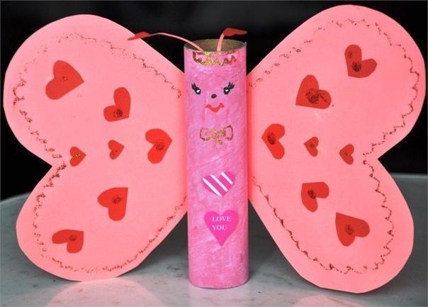 ПОДЕЛКИ КО ДНЮ СВЯТОГО ВАЛЕНТИНА Делаем простые и душевные сердечки с детьми. Их можно сделать из нарезанных кусочков бумаги или просто вырезать несколько сердечек одно поверх другого! День