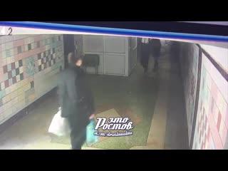 Вандал разрисовал дверь в переходе -  - Это Ростов-на-Дону!