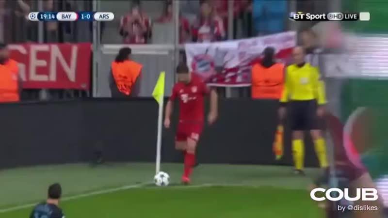 Xabi Alonso worst corner kick ever Bayern Munich vs Arsenal