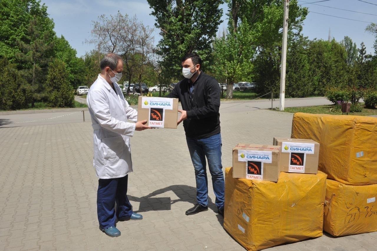 «ТАГМЕТ» передал девяти медицинским учреждениям Таганрога партию из 150 тысяч одноразовых масок