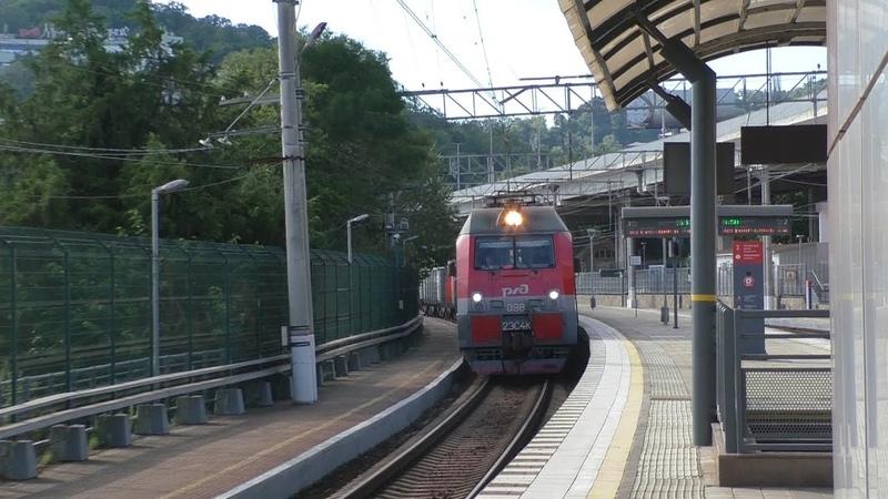 Электровоз 2ЭС4К 098 с грузовым поездом