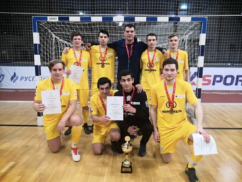 Школьники из Климовска победили в областных соревнованиях по мини-футболу