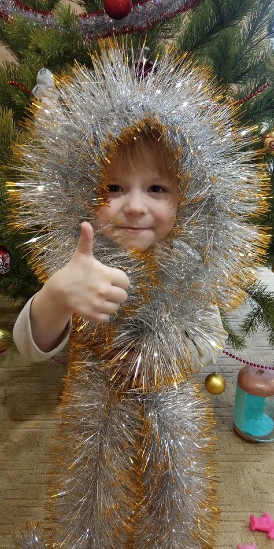 Детско-юношеская библиотека Петровска проводит фотофлешмоб «Копилка улыбок»