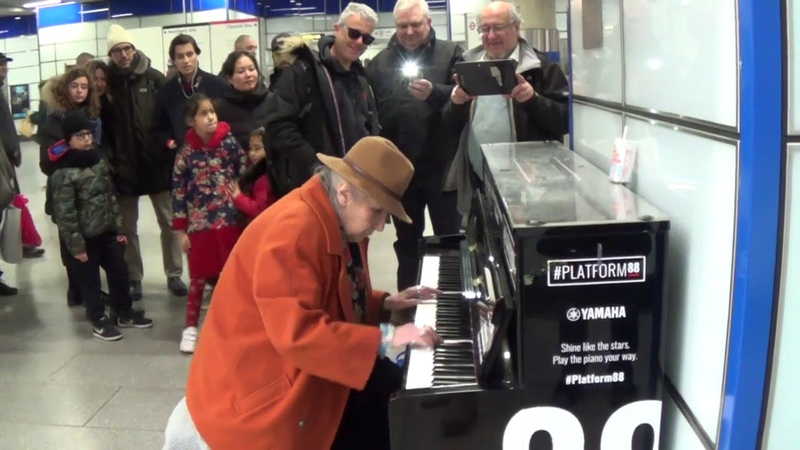 Old Lady Plays Stride Piano Like A Goddess