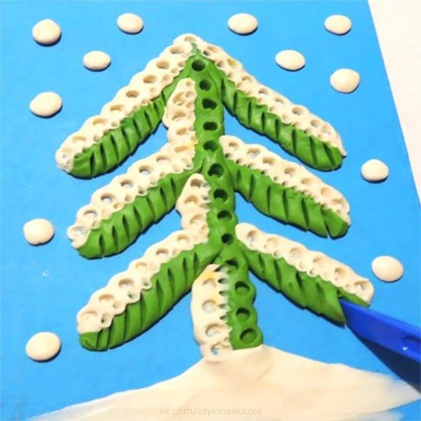 ЁЛОЧКА-КРАСАВИЦА Поделка из пластилинаЁлочка-красавицаВсем ребятам нравится.Веточки пушистые,Бусы золотистые.Ёлочка, ёлочка,Стройная, зелёная.Ёлочка, ёлочка,Наша новогодняя!Для нарядной ёлочкиМы