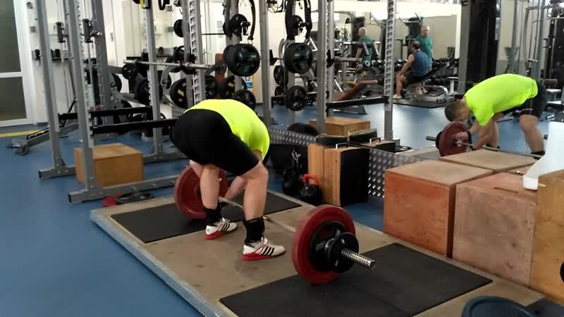 Вспомнил классику Рывок в полуприсед 90 кг