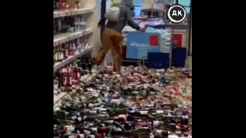 Разбила 500 бутылок алко Дерзкий Квадрат