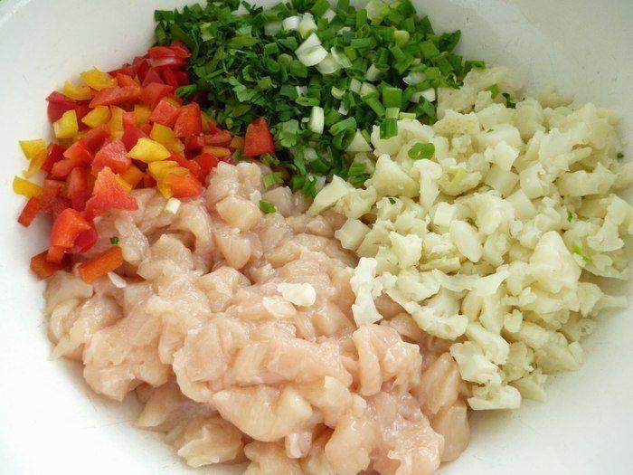 Куриные рубленые котлеты с цветной капустой и болгарским перцем