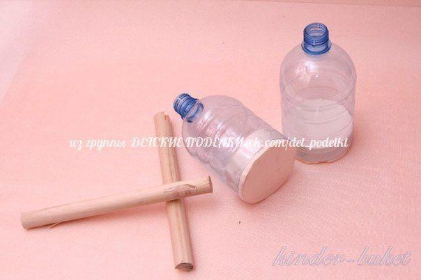 КОЛОКОЛЬЧИК К 1 СЕНТЯБРЯ или ДНЮ УЧИТЕЛЯ Для работы нам понадобится:- 1,5 литровая пластмассовая бутылка с округлым верхом- пеноплекс- деревянные палки-черенки- картон- гофрированная бумага-