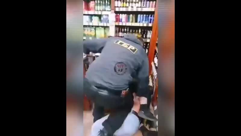 напали на мужика без маски в магазине липецк
