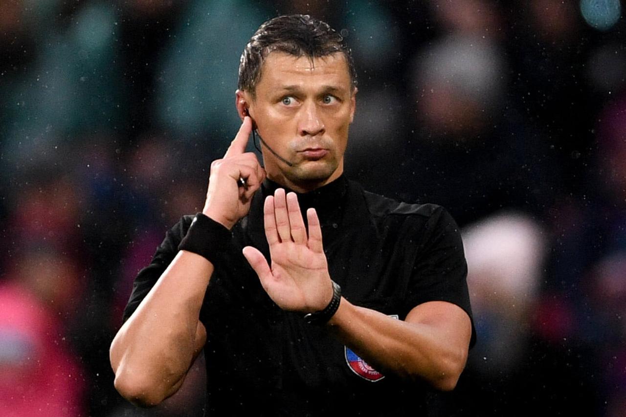 Василий Казарцев, футбольный арбитр