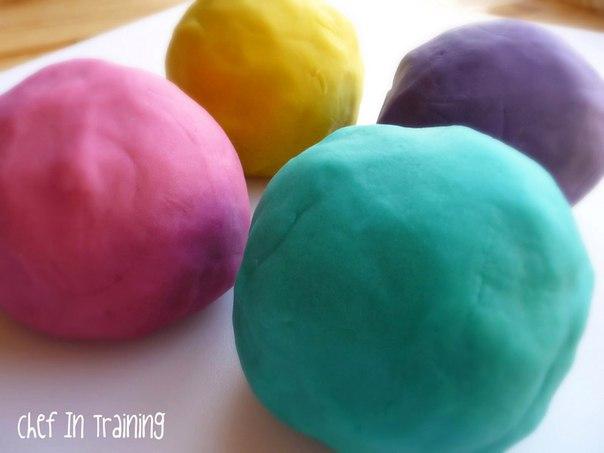 7 РЕЦЕПТОВ ДОМАШНЕГО ПЛАСТИЛИНА Преимущества домашнего пластилина:- меньше затрат, чем на обычный пластилин;- мягкий, приятный на ощупь;- цвета хорошо смешиваются между собой;- не липнет к