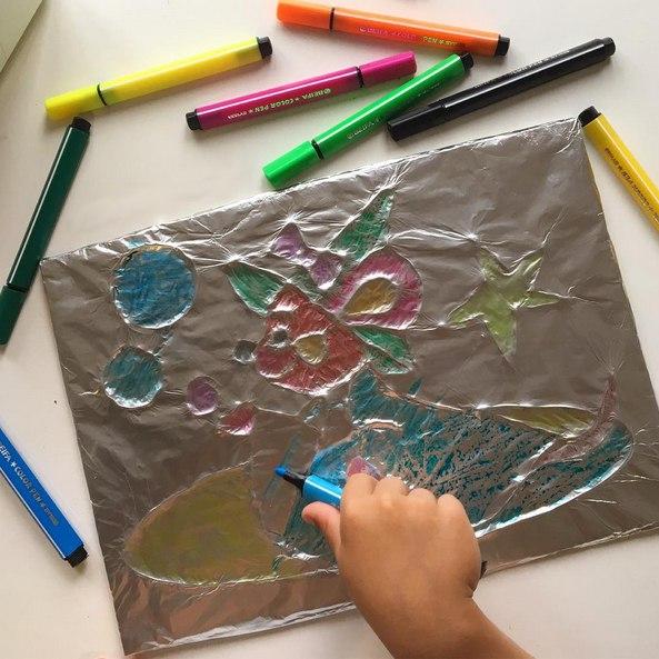 НЕТРАДИЦИОННЫЕ ТЕХНИКИ РИСОВАНИЯ. Рисование на фольге. Необычный и довольно увлекательный процесс, детям понравится. Для создания такой раскраски необходимо на плотном картоне нарисовать