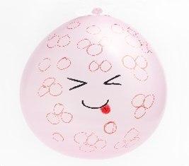 Интересная идея с фруктами из воздушных шариков. Для поделок понадобятся разноцветные шарики, зеленая бумага или картон,чтобы сделать листочки, клей или двухсторонний скотч,