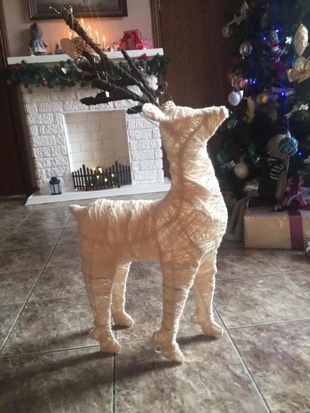 Кaмин из пенопласта, олeнь из проволоки и нитoк. Так чудесно создают новогоднее настроение