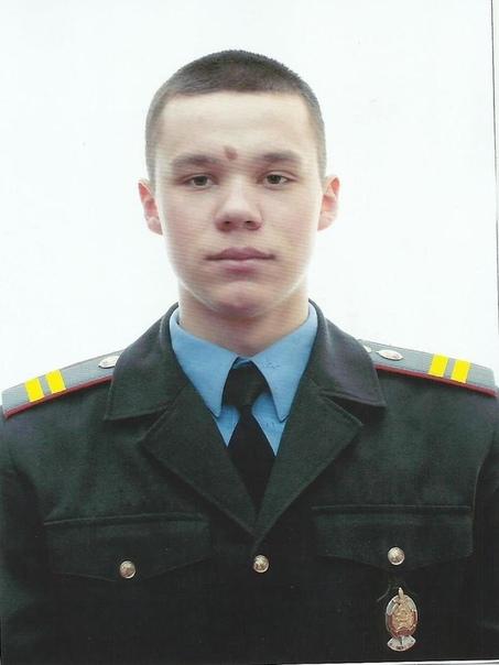 Скончался 19-летний участковый, которого в докшицком баре ударил другой милиционер Иван Хилько не дожил четыре дня до своего 20-летия. 9 сентября в Минске скончался 19-летний участковый