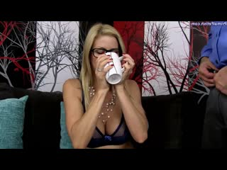 Alexis Fawx - Under The Influence