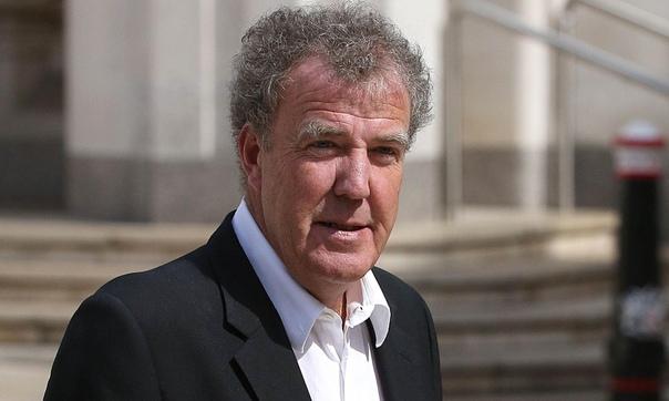 Бывший ведущий Top Gear Джереми Кларксон назвал Грету Тунберг идиоткой В интервью британскому таблоиду The Sun Кларксон публично назвал Грету Тунберг «идиоткой» и заявил, что именно из-за нее