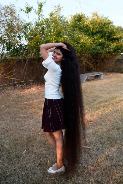 Ниланши, cбрось свои косы! Длина волос 17-летней Ниланши Патель, по прозвищу индийская Рапунцель, составляет 190 см, что уже позволило ей войти в книгу рекордов Гиннесса как подросток с самыми