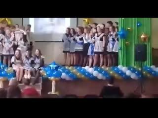 ВПИСКА. На выпускном обрушилась штукатурка на голову во время выступления, Омск