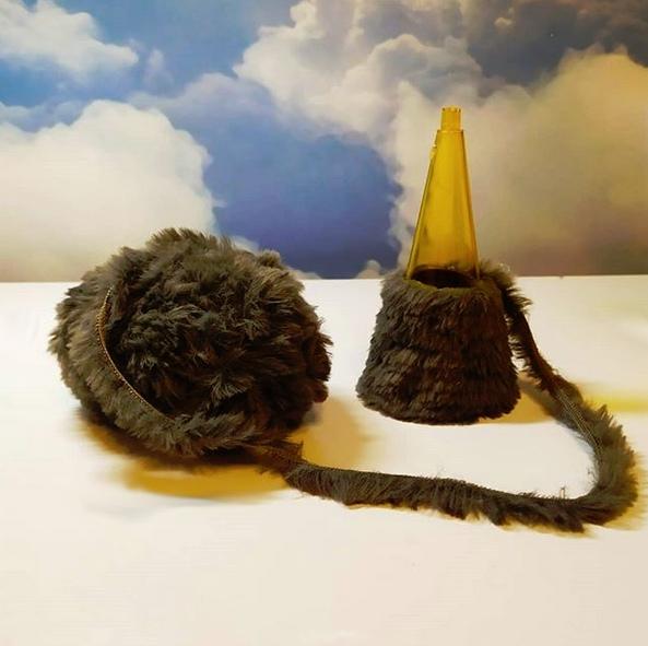 НОВОГОДНИЕ ПОДЕЛКИ СВОИМИ РУКАМИ. Анфиса - крыса Жила на свете крыса, по имени Анфиса.Прислали ей в корзинке - нарядные ботинки,И сушки, и ватрушки, и в баночке сардинки.Обрадовалась крыса по