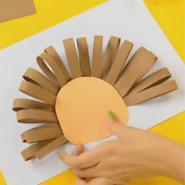 Поделка из цветной бумаги - солнечный