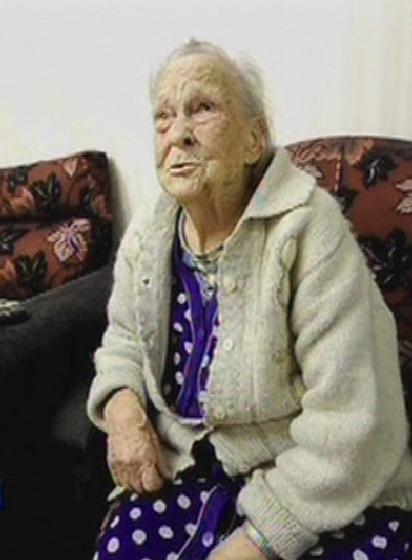 Две цыганки связали, избили и ограбили 94-летнюю бабушку-ветерана. Жительница Екатеринбурга Александра Михайловна Дудина поделались своей историей. Она рассказала, что к ней в дверь постучали