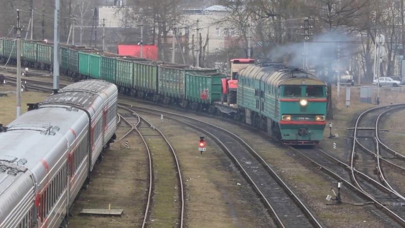Грузовые поезда на Псков Пассажирском новые думпкары Кировец