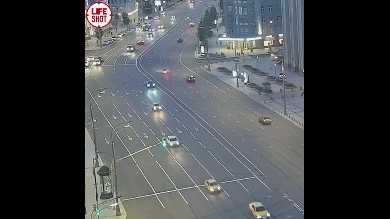 Михаил Ефремов выехал на встречную полосу и столкнулся с фургоном