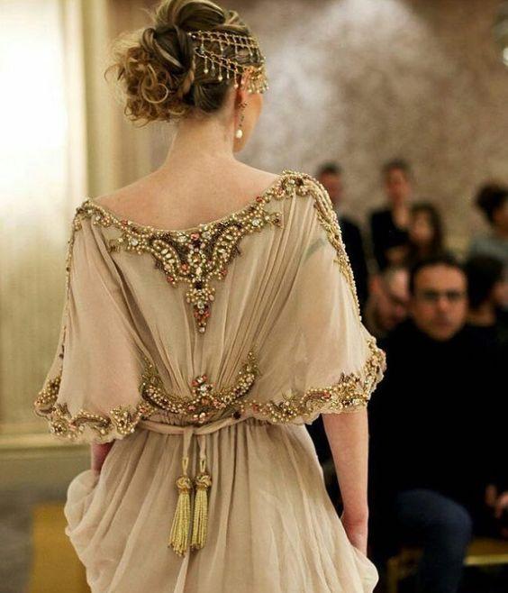 #Детали_моды: декор верхней части платья
