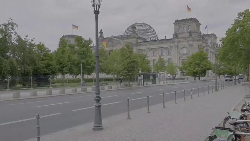 Berlin Der Platz vor dem Reichstag wurde eingezäunt Ach guck die offene Gesellschaft