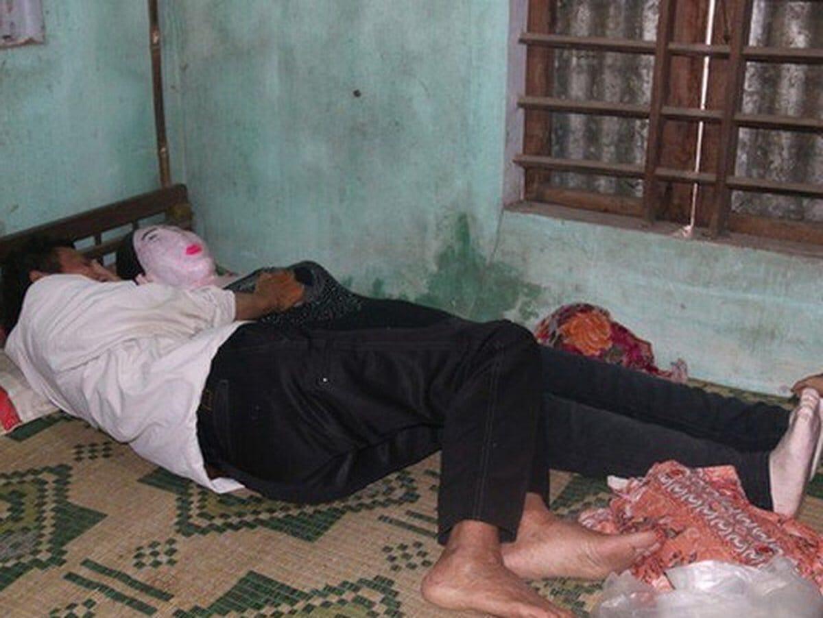 Вдовец выкопал на кладбище труп жены и спит с ним в одной постели уже 17 лет