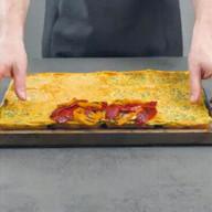 id_33662 Горячие бутерброды на большую компанию 😋  Ингредиенты на 6 порций:  Яйца — 9 шт. Молоко — 100 мл Соль — по вкусу Перец — по вкусу Измельченный зеленый лук — 3 ст. л. Хлеб для тостов (9 x 9 см) — 12 ломтиков Кусок сливочного масла, замороженный  Для бутербродов с говядиной:  Кусочки жареного говяжьего стейка  Красный лук кольцами (заранее обжариваем лук с бальзамическим уксусом) Сладкий перец (обжаренный на сковороде или на гриле) Ломтики моцареллы Соус для мяса — по вкусу  Клаб-сэндвич:  Жареная куриная грудка Жареный бекон Листья зеленого салата Ломтики помидоров Майонез  Бутерброды с сыром:  Камамбер или другой мягкий сыр Ломтики карамелизированных яблок (карамелизируем заранее) Клюквенный соус  Автор: Вкусное Дело  #gif@bon