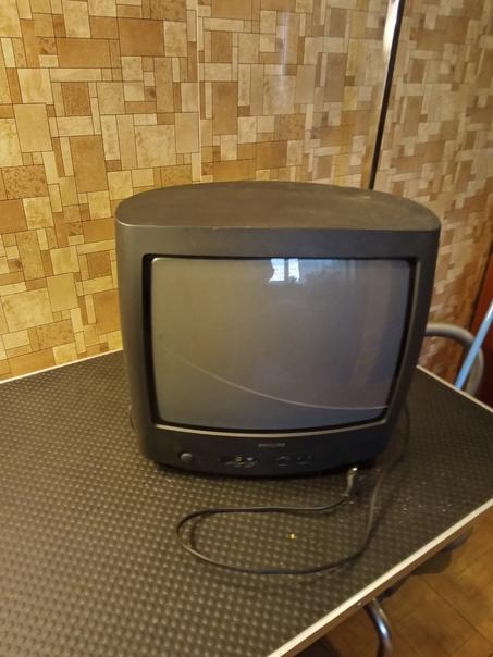 Даром рабочий телевизор, пульта нет. Проспект Соли...