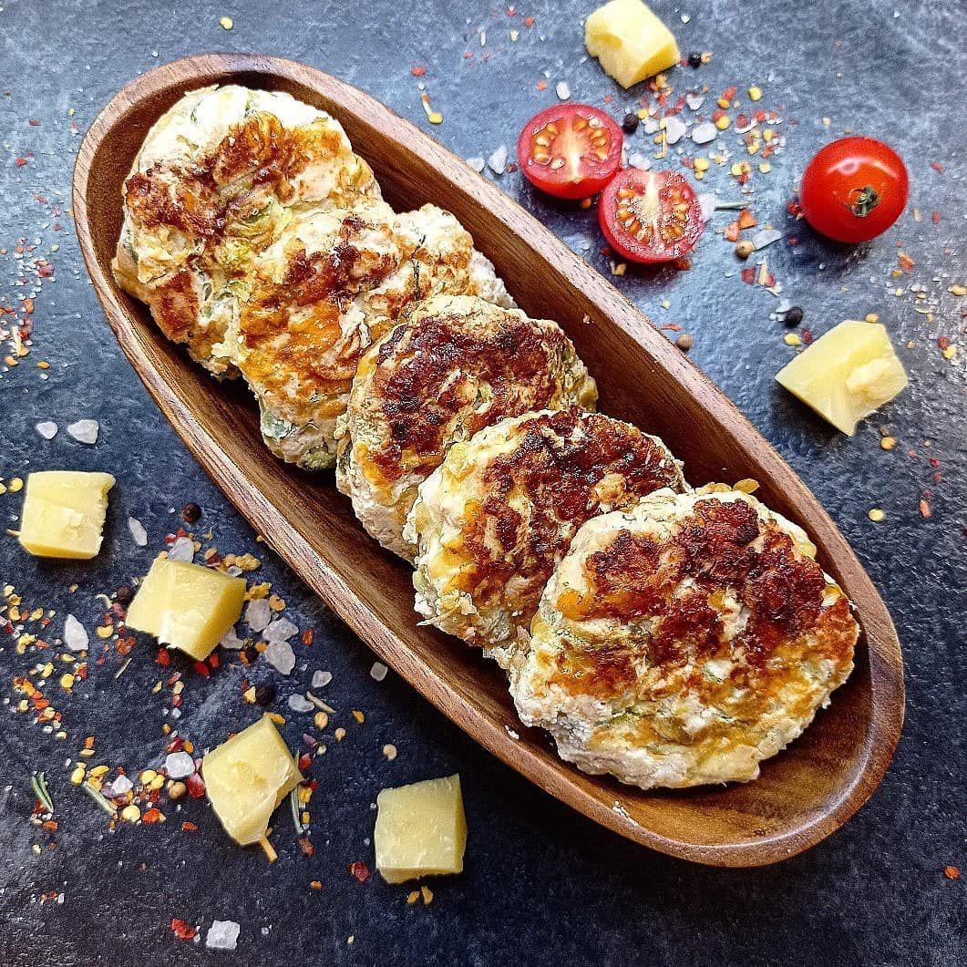 Рубленные котлеты из индейки с кабачком и сыром.