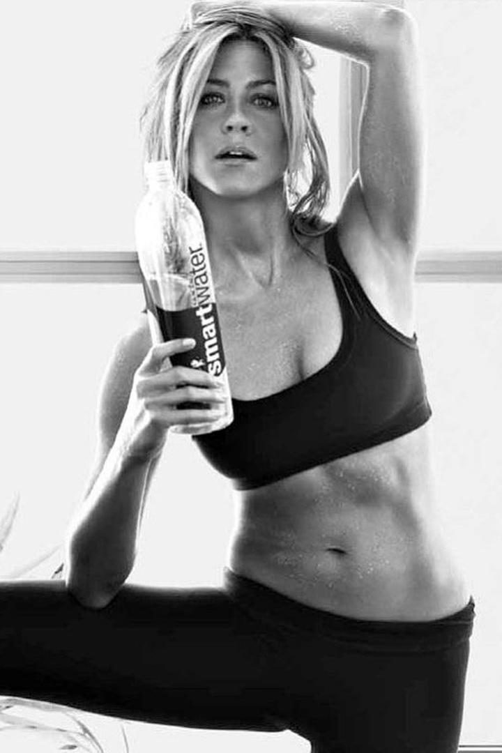 Потрясающая спортивная фигура Дженнифер Энистон в 52 года