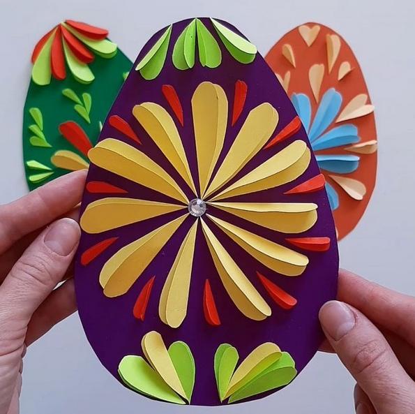 ПАСХАЛЬНОЕ ЯЙЦО СВОИМИ РУКАМИ Объёмная аппликация Пасхальное яйцо. Для работы понадобятся: - цветной картон,- цветная бумага,- ножницы,- клей.Ход работы:1. Из картона вырезаем яйцо.2. Из