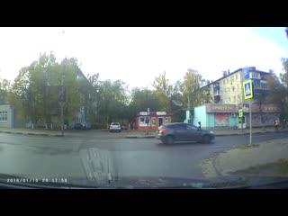 Как не нужно переходить дорогу.mp4