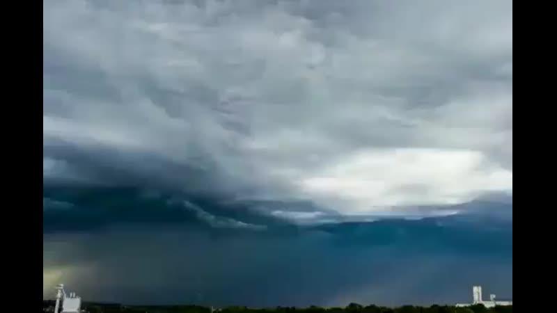 السحب تتحرك كانها امواج البحر في سماء ولاية كنتاكي  الولايات المتحدة الأمريكية ⚠️  mp4