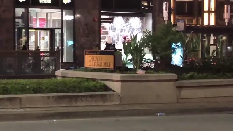 Мародеры в Чикаго разгромили магазин Блэкхоукс