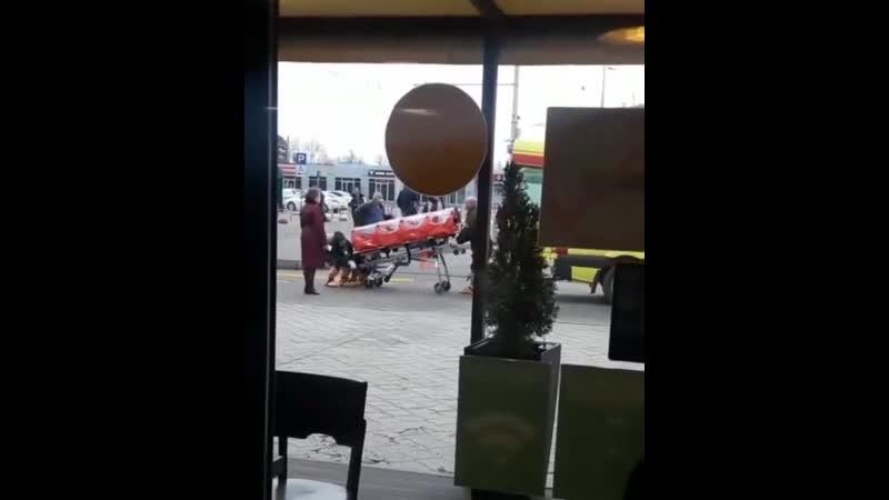 В аэропорту Краснодара на скорой увозят пассажира, прибывшего из Китая