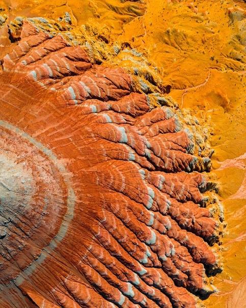 Марсианские пейзажи в районе каньона Чарын в Казахстане