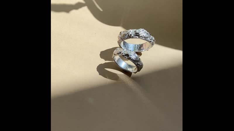 Обручальные кольца из белого золота 585 пробы с волками