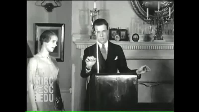 Леннингтон Шевелл играет на терменвоксе 1930